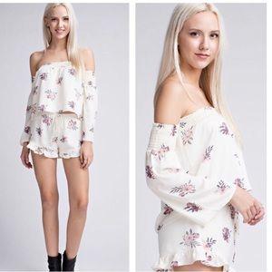 🆑3 for $25 Off the shoulder floral top